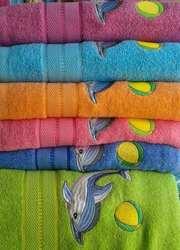 Текстиль в ассортименте: полотенца,  пледы,  постельное белье